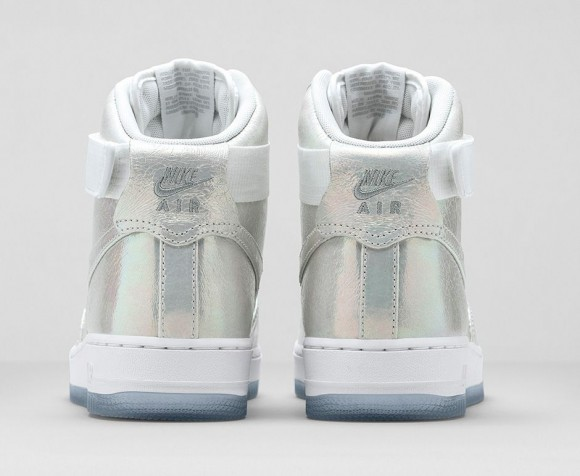 wmns-nike-iridescent-collection-10