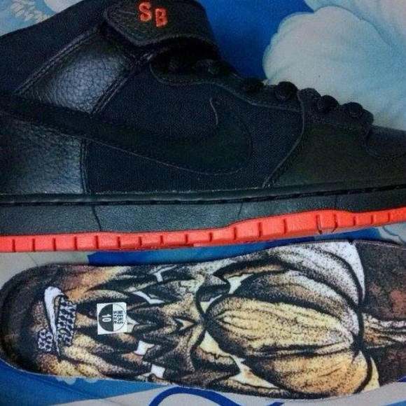 nike-sb-dunk-mid-haunted-halloween