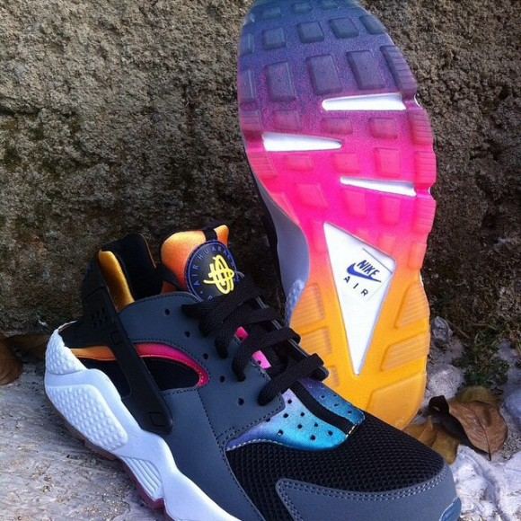 Nike Air Huarache 'Rainbow Neoprene'2