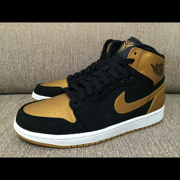 Air Jordan 1 Retro High  Melo  - Another Look - WearTesters c0ca1fad4