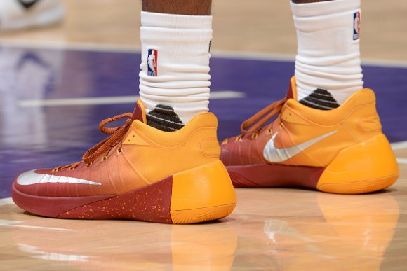 5477318f4ab Paul George Wears a PE of the Nike Hyperdunk 2015 Low - WearTesters