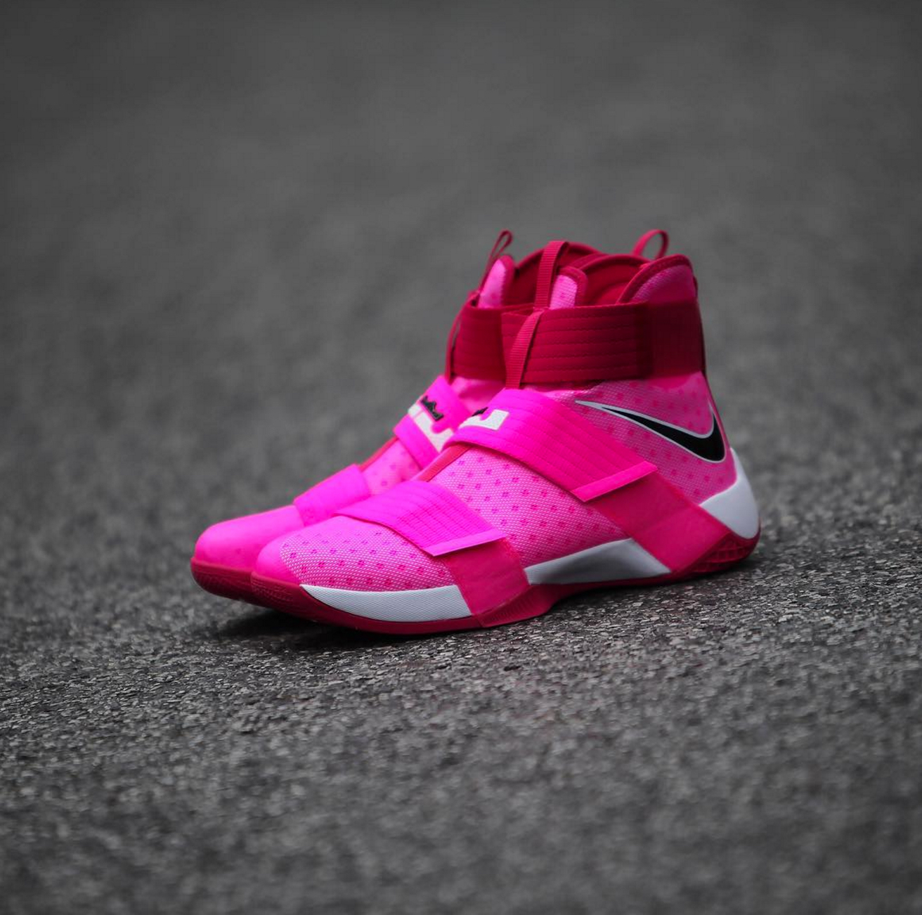 9dbb087cc55 nike lebron soldier 10 breast cancer 2 - WearTesters