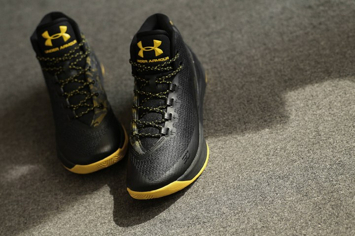 get-up-close-and-personal-with-the-under-armour-curry-3-black-taxi-1
