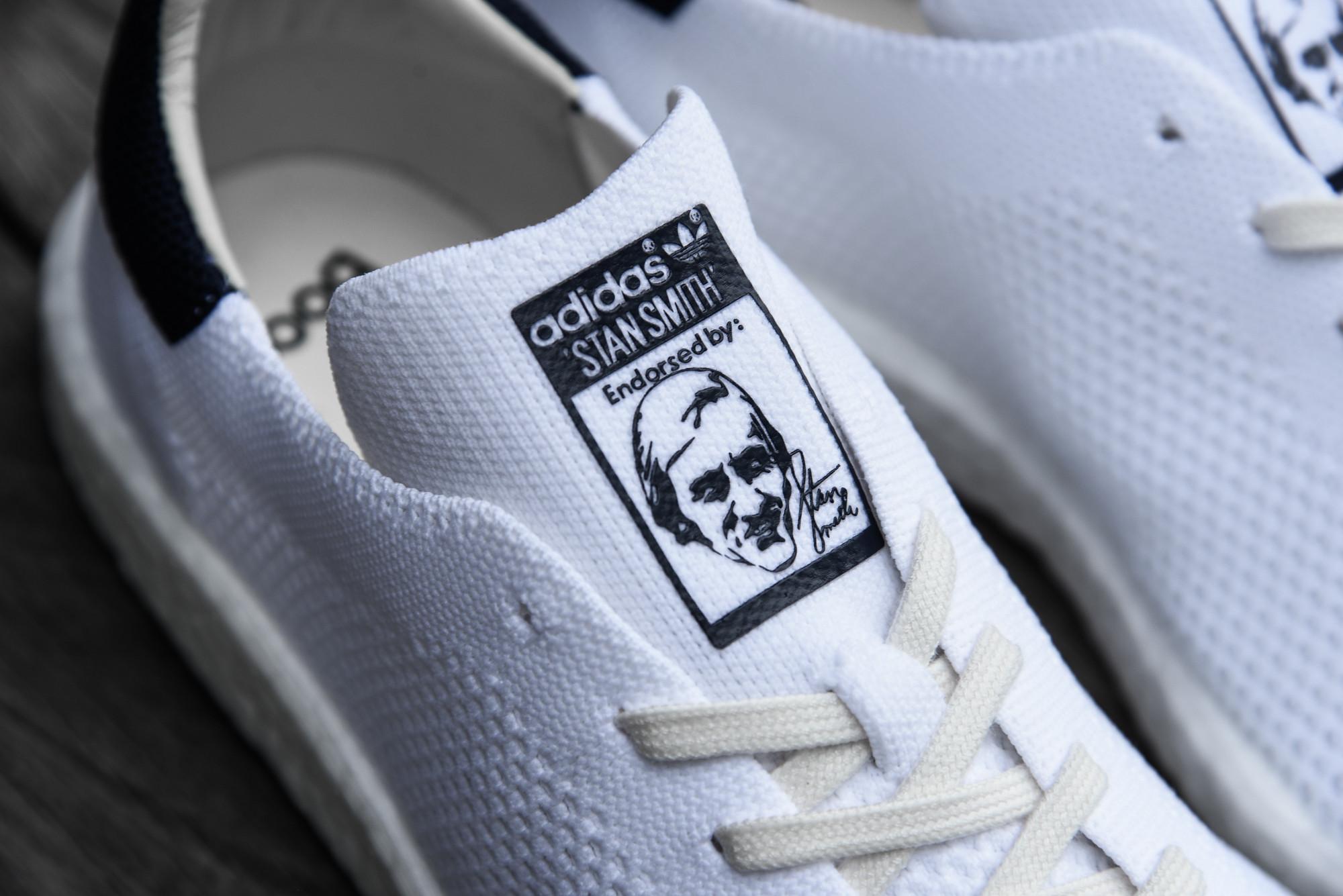 El adidas Stan Smith primeknit Boost es surtido en dos colores