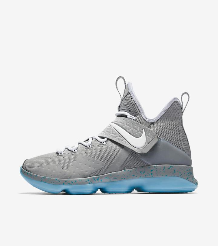 007303701105 Nike has been expanding upon its signature line series with gusto. For this  particular release
