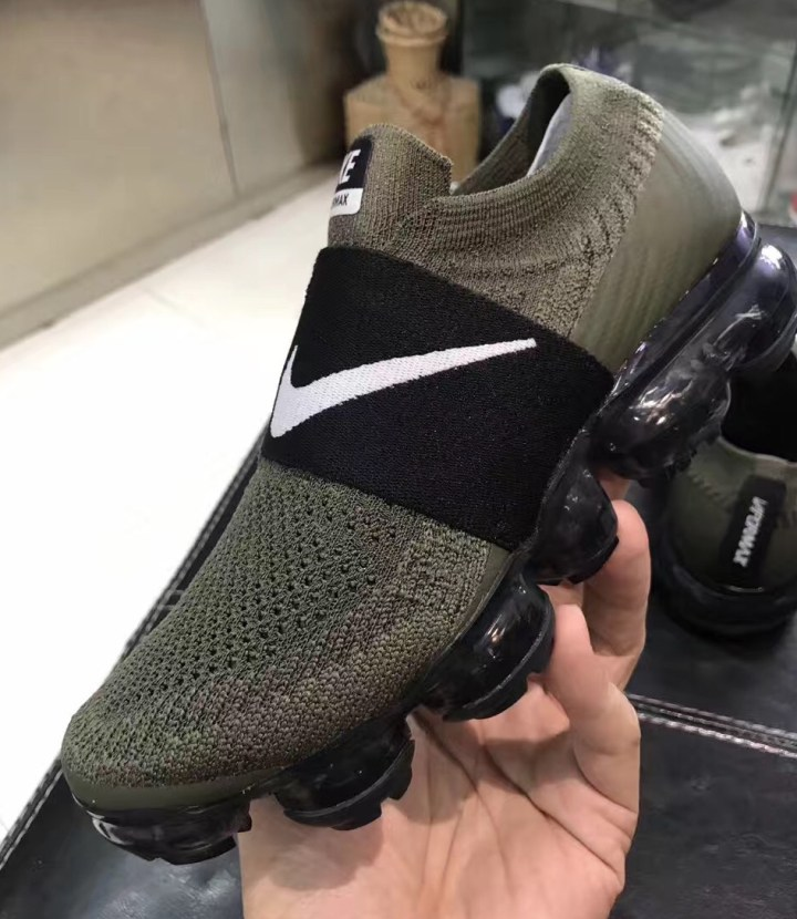 9f79534bf63355 A Laceless Nike Air VaporMax Surfaces - WearTesters