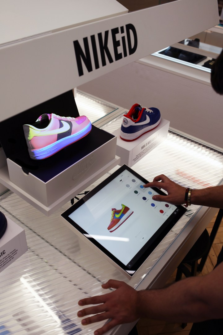 b731f7fd0fa5b NIKEiD Direct Studio live real-time customization niketown london 3