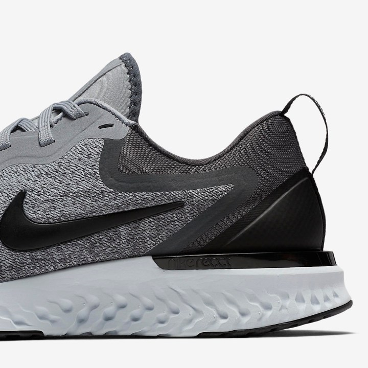 nike odyssey react black white wolf grey 1