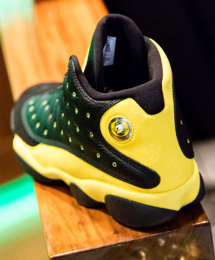 University of Oregon Ducks Track and Field Team Receive Surprise Air ... fc227d42e