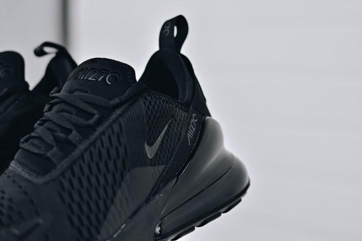 Nike air max 270 triple black heel