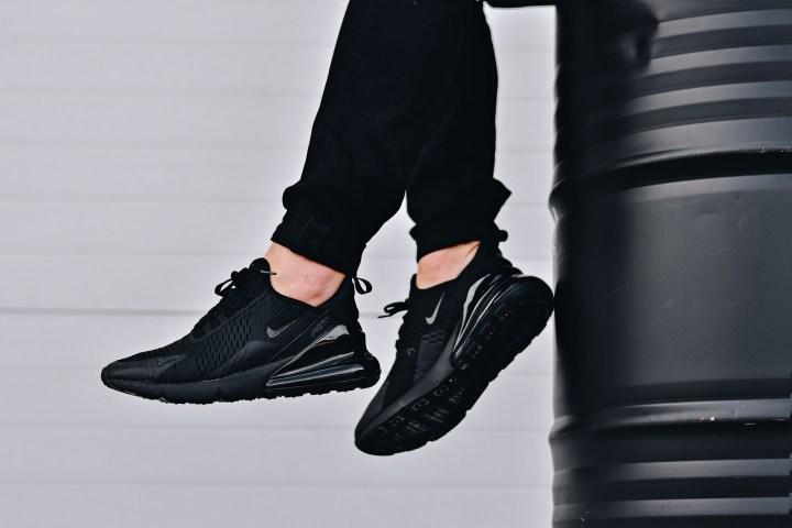 Nike air max 270 triple black onfoot