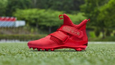 dedb0d4bb8b6 Odell Beckham Jr. Turned the LeBron Soldier 12 Into a Cleat Last Night