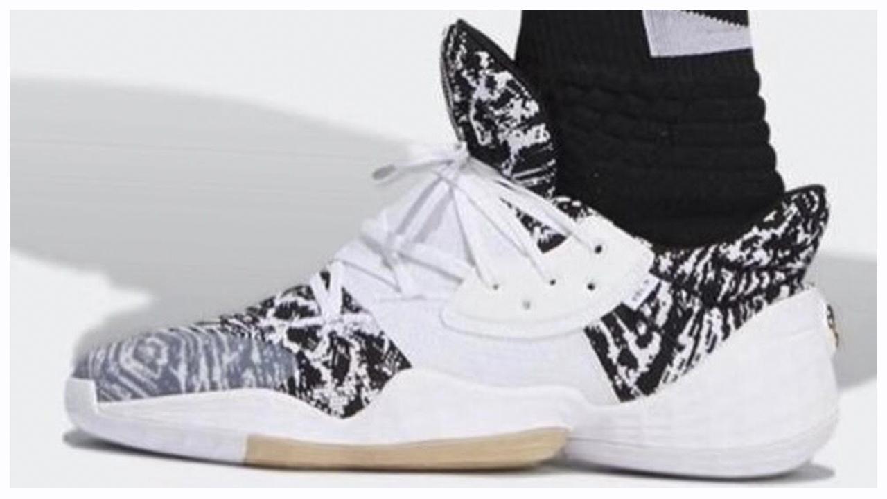 48b5f4b60e2 adidas   Kicks On Court ...