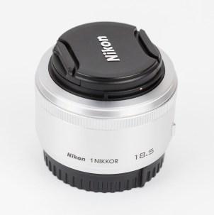 Nikon 1 NIKKOR 18,5mm 1:1,8 Objektiv silber