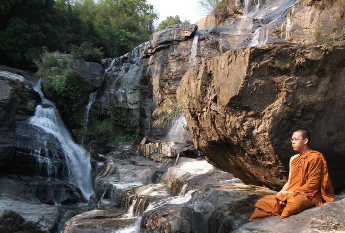 budista- monah- meditacija