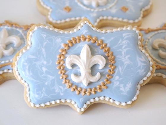 Fleur de Lis Gold Wreath Cookies | Make Me Cake Me