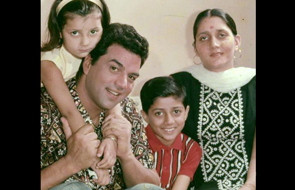 22. Sunny Deol with his parents Dharmendra and Prakash Kaur and sister.