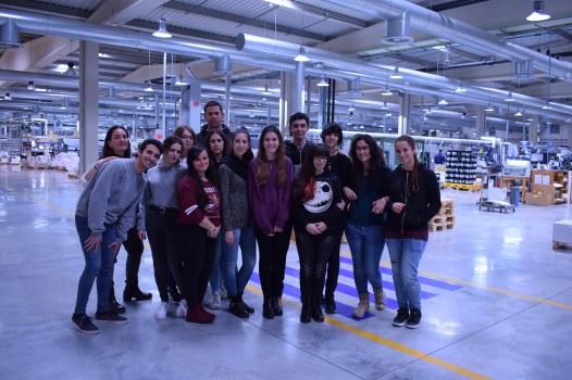 Alumnos de diseño gráfico visitan la empresa de etiquetas Macho en Morón de la Frontera
