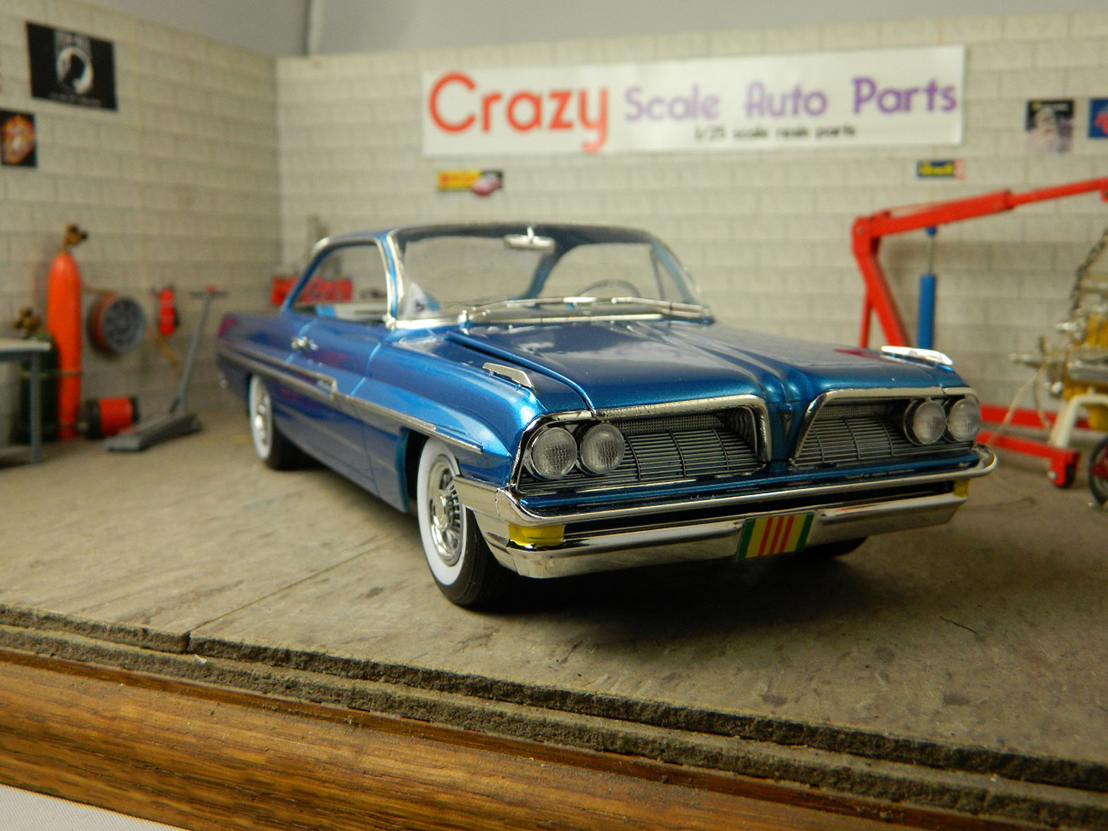 Review  1961 Pontiac Ventura   IPMS USA Reviews Right front viw of model in a garage diorama scene