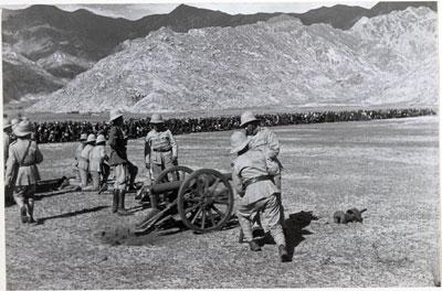 Une parade militaire en 1936 © The Tibet Album