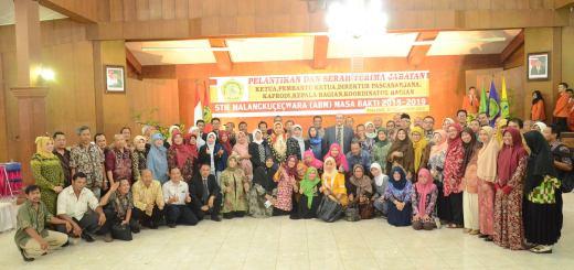 Foto bersama Ketua, Pejabat Struktural Periode 2015-2019 dengan Dosen dan Karyawan