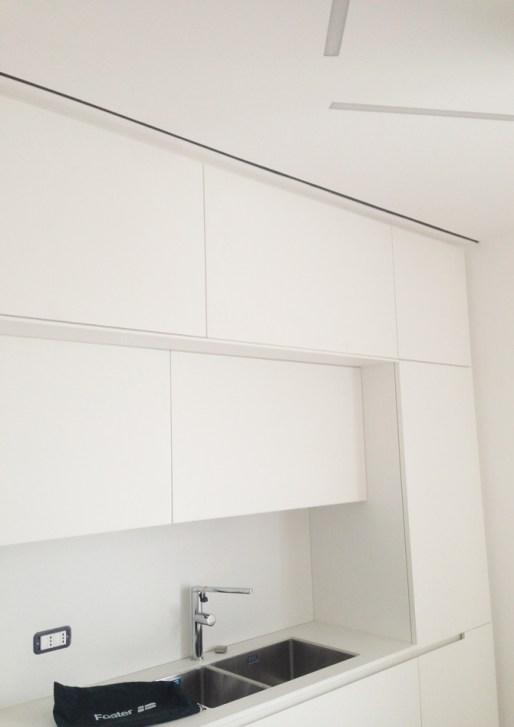 Particolare aspirazione aria viziata in cucina con una soluzione esteticamente piacevole