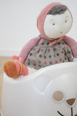Puppe auf dem Töpfchen