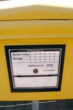 Drüben auf dem Hügel: Der Postbote auf Nordstrandischmoor leert den Briefkasten nur tideabhängig. Foto: Julia Marre