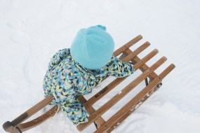 Schnee + Kind: Zwei Faktoren für Eltern, um völlig auszurasten. Foto: Julia Marre