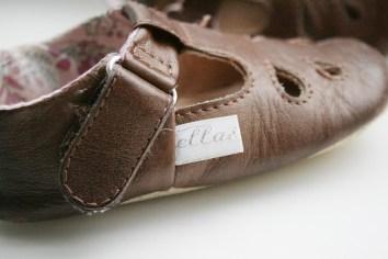 Zeigt her Eure Füße: In Handarbeit gefertigt sind die Puschen von Ella & Puck. Foto: Julia Marre