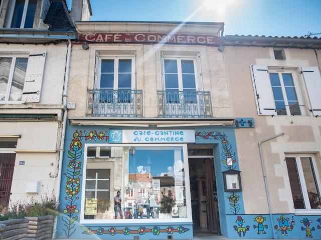 Et à Gençay, au «Café-Cantine», que se passe t-il ?