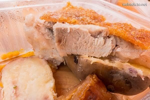 lechón a la caja china con papas y zarza criolla de juan talledo