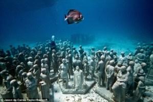 Exposición de estatuas subacuáticas en Cancún
