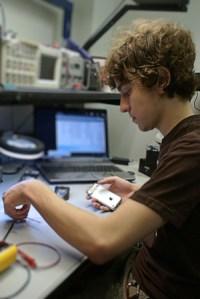 Facebook contrata al famoso Hacker GeoHot