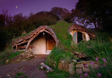 Simon Dale construye su propia casa al estilo Hobbit - front-hobbit-house