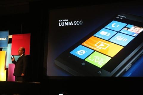 Nokia Lumia 900 con Windows Phone [CES 2012] - nokia-lumia-900