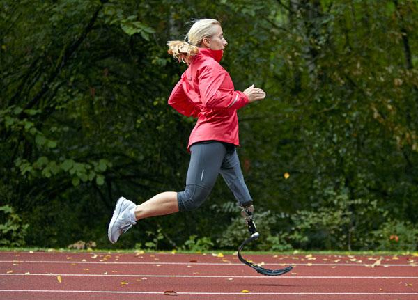 """Nike diseña un """"zapato"""" deportivo para piernas ortopédicas - nikesole01"""