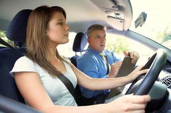 La forma correcta de manejar un auto - 10_consejos_para_aprender_a_manejar_conocer_la_carretera