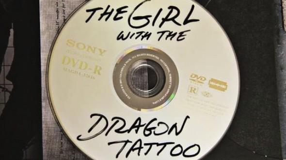 girl dragon tattoo original dvd 590x331 No es un disco pirata, es el DVD original de La Chica del Dragón Tatuado