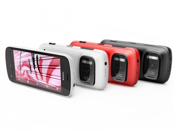 nokia 808 pureview 590x442 Nokia 808 PureView es nombrado el mejor smartphone del Mobile World Congress