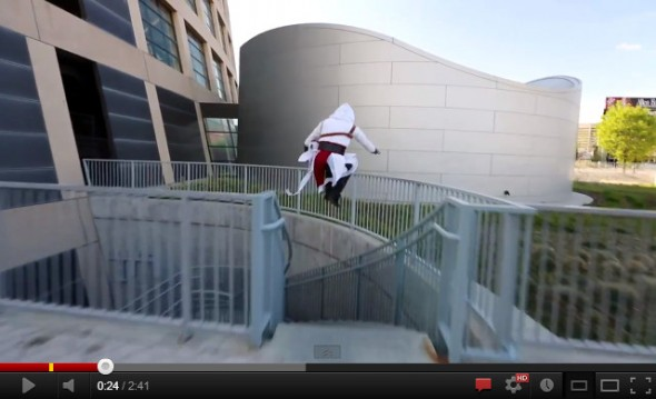 Ezzio de Assassin's Creed practicando Parkour en la vida real [Video] - assassins-creed-parkour-590x359