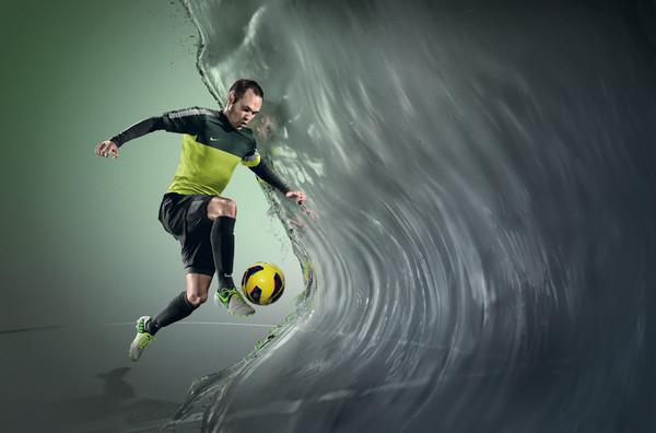 """Nike presenta la tecnología """"All Conditions Control"""" para todos sus zapatos de futbol - Ho12_FB_4silo_ACC_Iniesta_f1"""