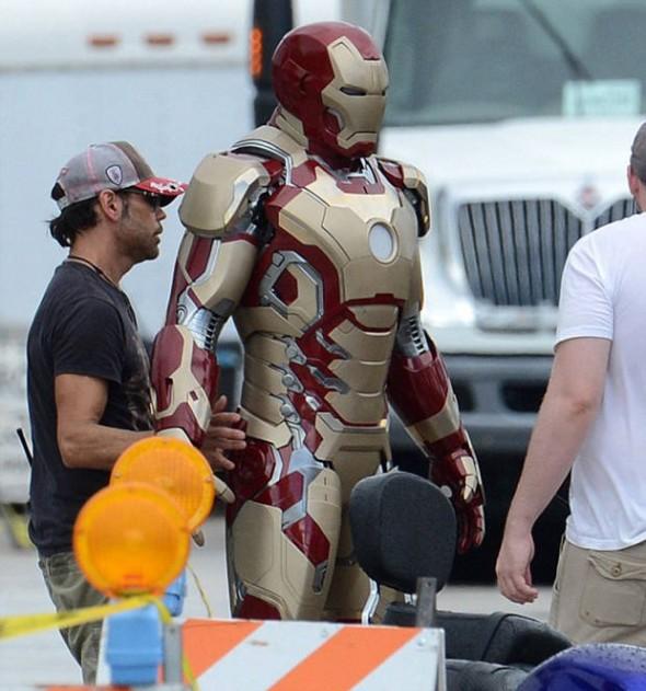 ironman2 590x631 Se filtran mas fotos de la nueva armadura de Iron Man 3 y Iron Patriot