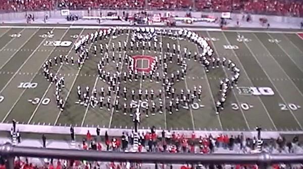 La Banda de la Universidad de Ohio presenta un especial musical de videojuegos al medio tiempo de un partido - marching-band