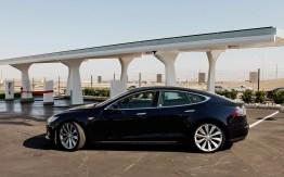El vehículo eléctrico Tesla S gana el premio Auto del Año que otorga la revista Automobile Mag - Tesla-Model-S-left-side-view-2
