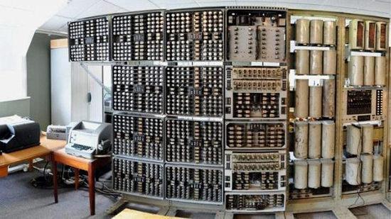 """Restauran la computadora digital """"The Witch"""" convirtiéndose en la computadora más antigua en funcionamiento - restauran-computadora-mas-antigua"""