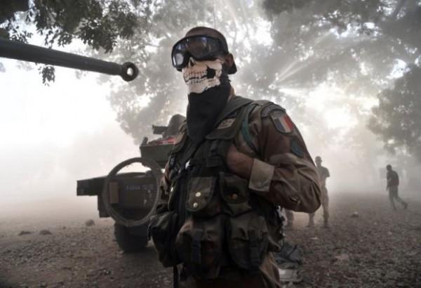 Soldado francés se disfraza de Ghost de Call of Duty y levanta polémica - ghost-mw-french-soldier-600x410