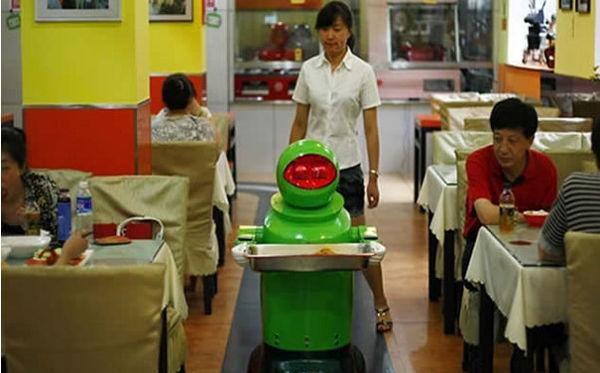 Robots son meseros y cocineros en un restaurante al norte de China - robots-son-cocineros-en-restaurante-en-china
