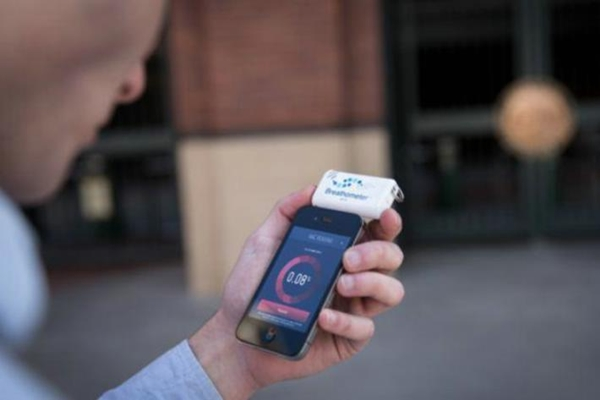 Crean alcoholímetro para dispositivos móviles - alcoholimetro-app-movil