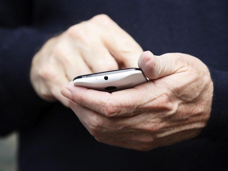 Todo lo que sabemos del nuevo Moto X, el nuevo smartphone de Motorola y Google - eric-schmidt-moto-x
